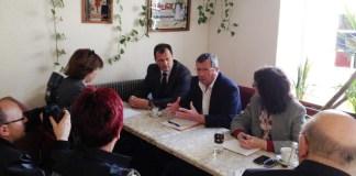François Pelras avec Louis Aliot, le 2 avril 2013 au Soler, lors d'une conférence presse sur la ruralité et les agriculteurs.