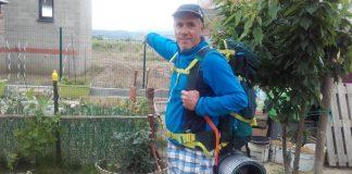 Domi montrant le Canigó perdu dans les brumes