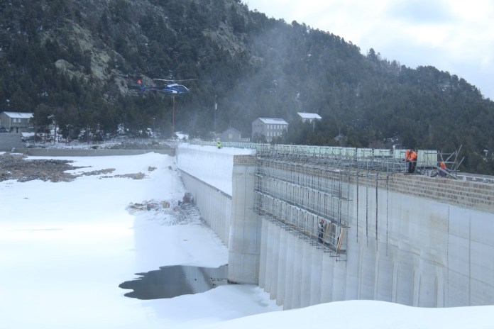 un-important-chantier-au-barrage-des-bouillouses