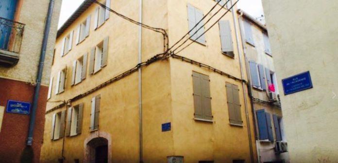 jean-marc-pujol-visite-la-rehabilitation-de-logements-a-saint-jacques