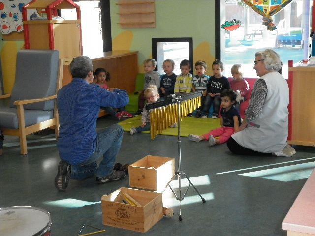 petite-enfance-les-activites-musicales-se-poursuivent-le-16-novembre-pour-les-enfants-de-la-creche-delne