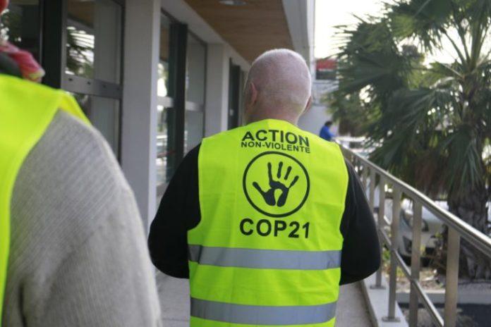 le-groupe-anv-cop-21-nous-communique-son-action-nettoyage-contre-la-societe-generale