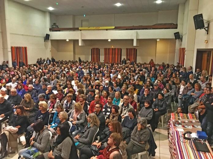plus-de-600-personnes-au-soler-pour-accueillir-stephane-allix-lors-de-sa-conference-sur-le-theme-de-lapres-vie