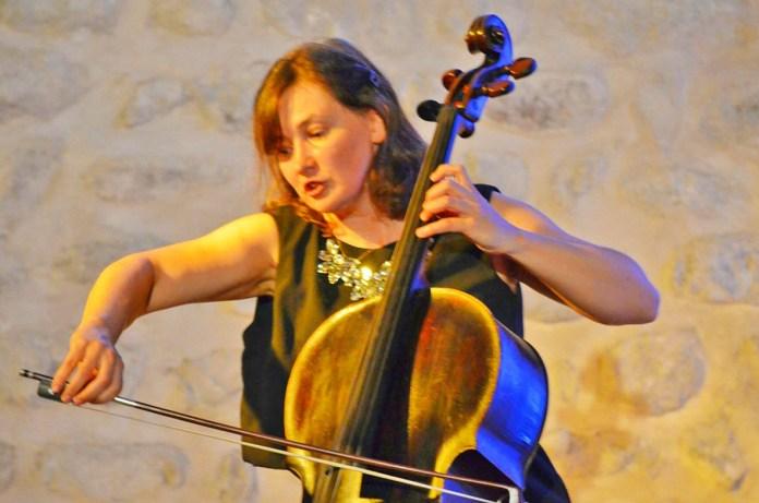 dimanche-17-fevrier-2019-le-chateau-nadal-hainaut-du-soler-accueille-la-violoncelliste-russe-svetlana-tovstukha