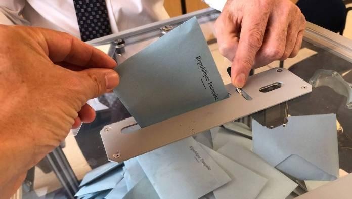 ELECTIONS DES REPRÉSENTANTS AU PARLEMENT EUROPÉEN TAUX DE PARTICIPATION DES PYRÉNÉES ORIENTALES À 12 HEURES : 18,68% DIMANCHE 26 MAI 2019 Dans le département des Pyrénées-Orientales, le taux de participation aux élections européennes, évalué à 12 heures, est de 18,68% Nombre d'inscrits dans le département 66 : 349 998 Pour mémoire dans les P-O : Élections européennes % de votants à 12h 2009 : 14,48 % 2014 : 18,15 %