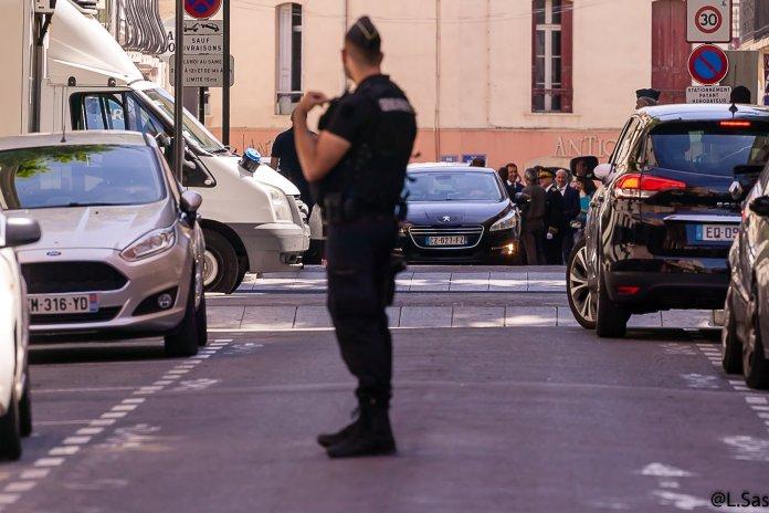 Le ministre de l'Intérieur  Christophe Castaner devant la permanence du Député Grau