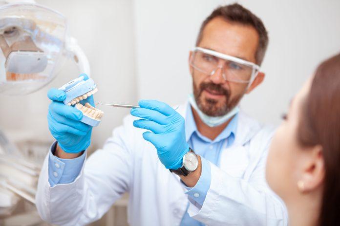 Un implant dentaire pas cher : où pouvez-vous trouver la solution