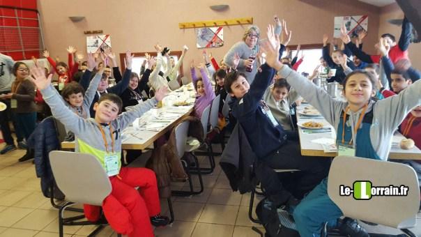 repas-enfant-secours-populaire-gerardmer-ski
