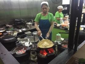 Préparation de crêpes vietnamiennes