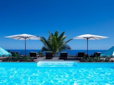 La superbe vue depuis la piscine de l'hôtel
