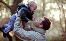 94331107_c001kd_a_father_lifting_his_son_in_the_air-large_transqvzuuqpflyliwib6ntmjwzavhxqzbmczl0sj3gtk990