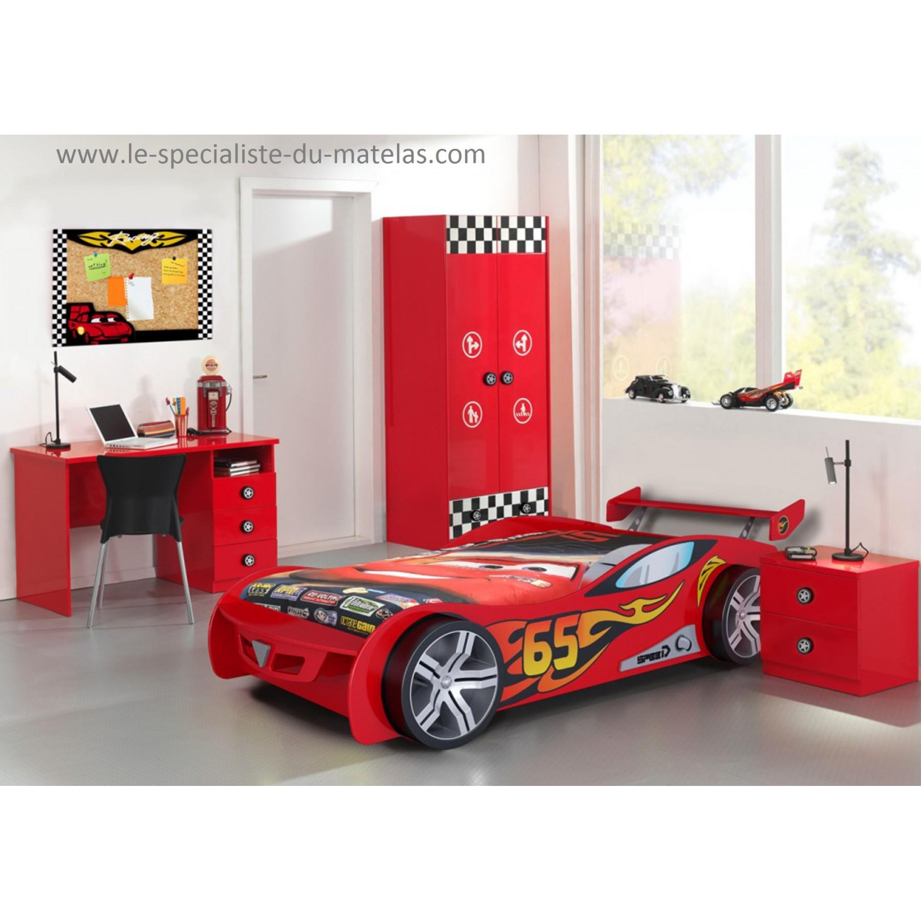 lit voiture de course rouge
