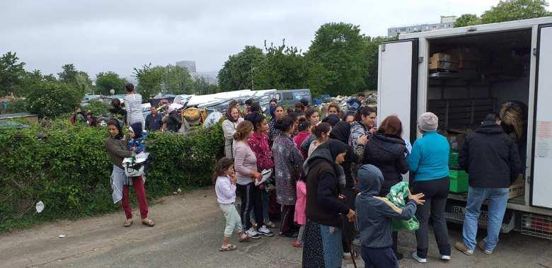 115DP-et partenaires-DIstribution urgence alimentaire camp Rom Vitry_2020 05 03-13