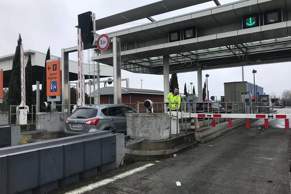 Blocage de péage, arrestation de Battisti… les infos à retenir