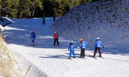 Manque de neige dans les Pyrénées : les stations de ski tournent au ralenti