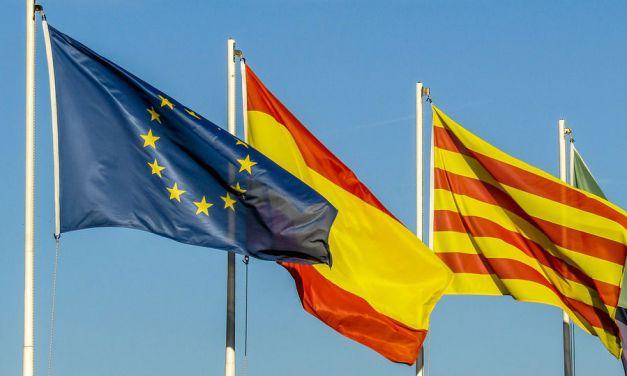 Douze dirigeants séparatistes catalans devant la justice
