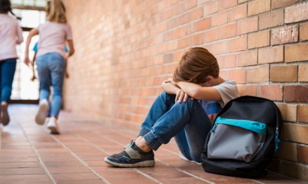 «Ça a commencé par quelques remarques…» : le harcèlement en milieu scolaire devient un principe du droit à l'éducation