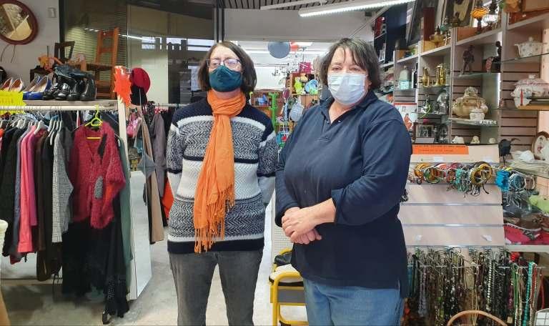 Deux des bénévoles de l'association la Recyclerie. Crédit: Océane Arasse