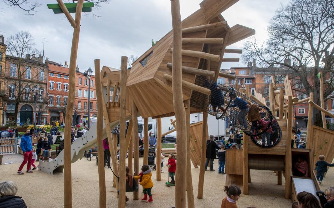 Un dragon s'est installé place Saint-Georges… en guise d'aire de jeux