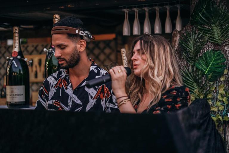 """""""Parce que la culture ne doit jamais s'arrêter"""", Alec De Rozy et Léana vont improviser un concert dans le métro à Toulouse. Crédit : Ted Fernandes"""