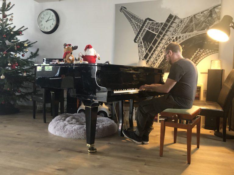 Aymeric est désormais professeur de piano dans les Landes. Crédit : Lauriane Pelao.