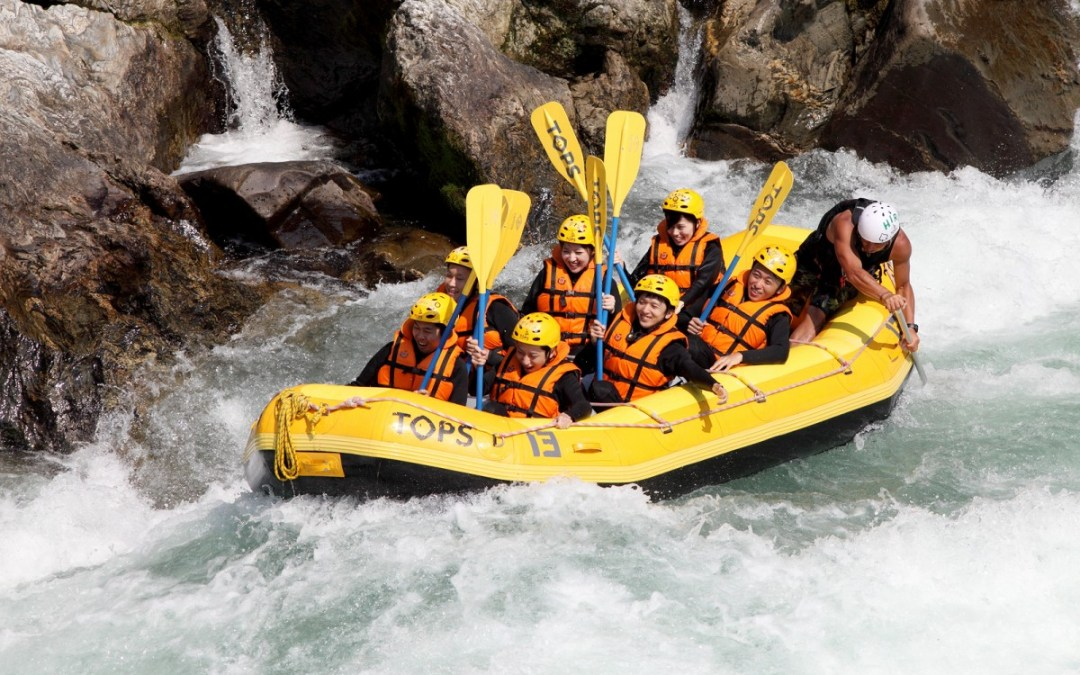 7 Team Building Lessons I Learned from White Water Rafting