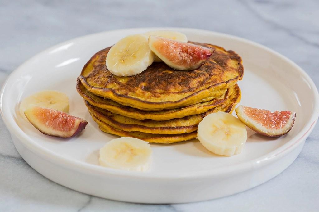Flourless Paleo Pumpkin Pancakes by Leahs Plate7 1024x683 - Paleo Pumpkin Pancakes