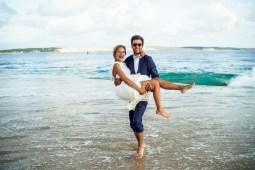 photo de couple sur la plage - photographe Bordeaux - photographe de mariage