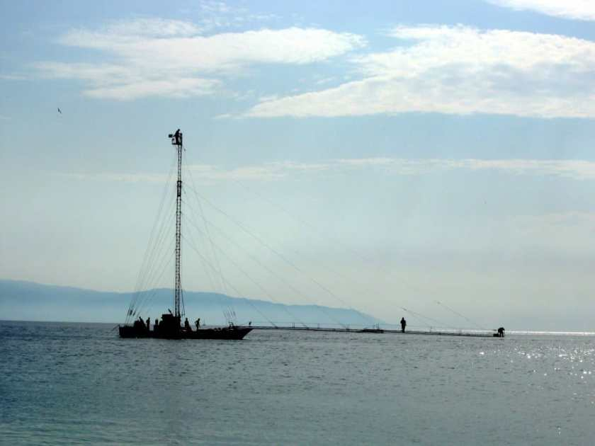 Ships fishing for swordfish in the Strait of Messina - Le Ancore
