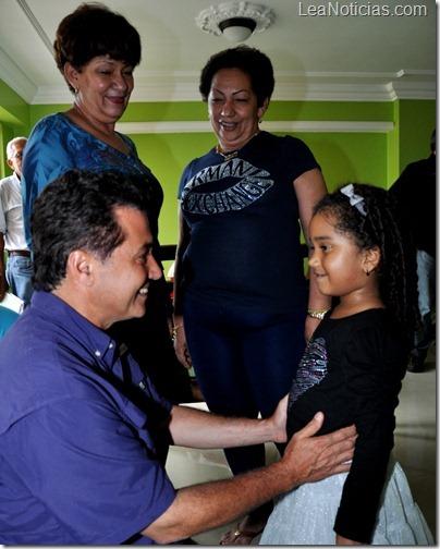 Gobernador visita a la Madre de Pablo Sandoval 29-10-12 (3)