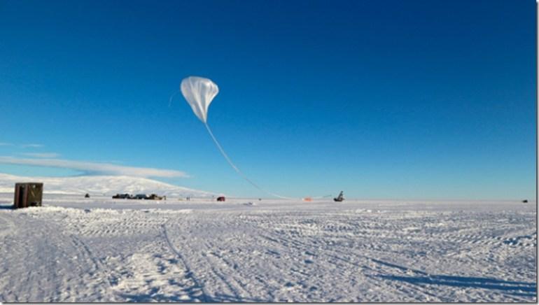 el-globo-gigante-utilizado-por-los-cientificos-para-transportar-el-dispositivo-anita-por-encima-de-la-antartida