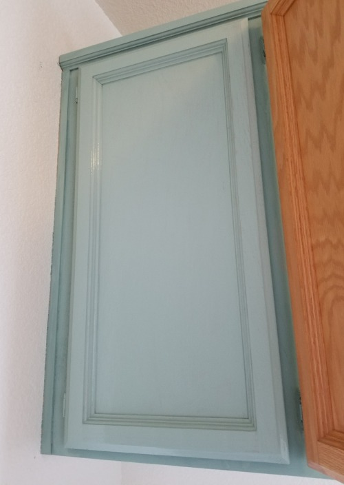painting cabinets with chalk paint
