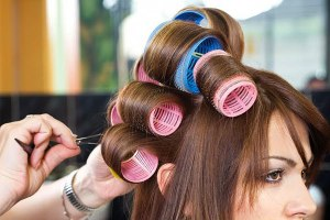 curl-your-hair-without-using-heat-rollers-600x400