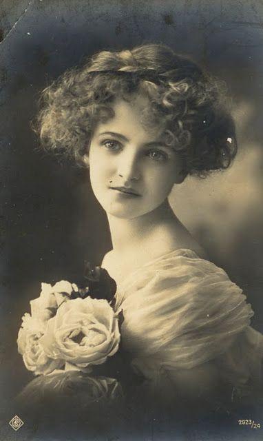 1914 vintage portrait of a womens beauty