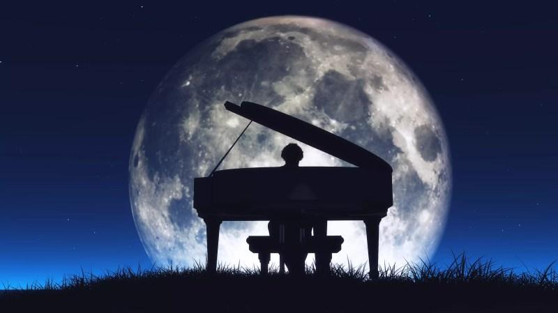 Silhouette d'un homme jouant du piano