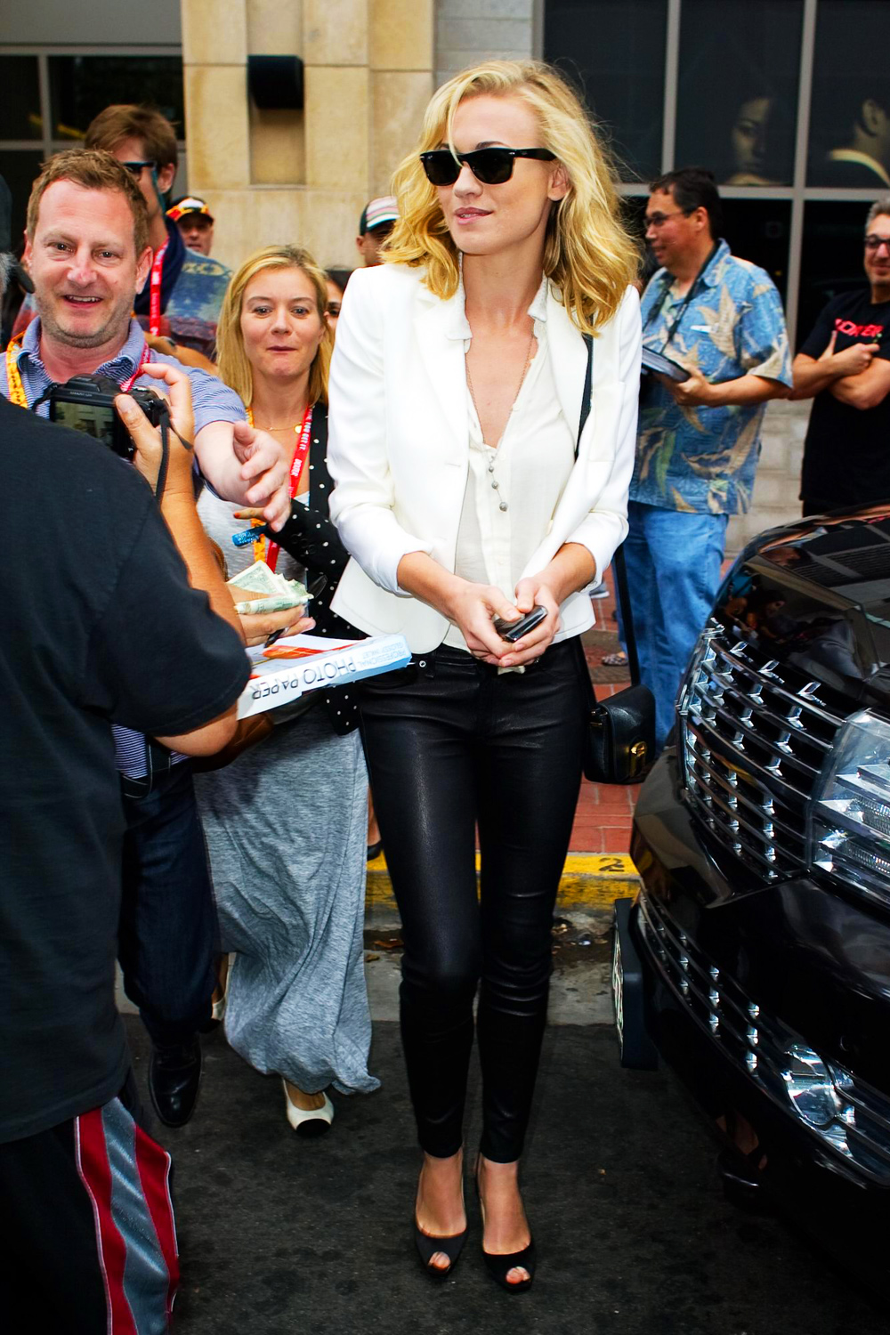 Yvonne Strahovski At 2012 Comic Con Appearance Leather