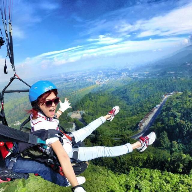 Tempat Kekinian di Bogor Paralayang Bukit Gantole Puncak
