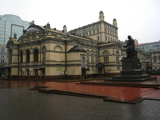 The national opera house. We were lucky enough to walk past it as we headed to the metro to get to the Lavra.