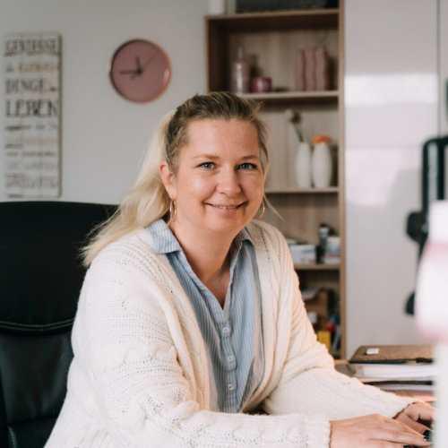 Frau Nancy Bruhns