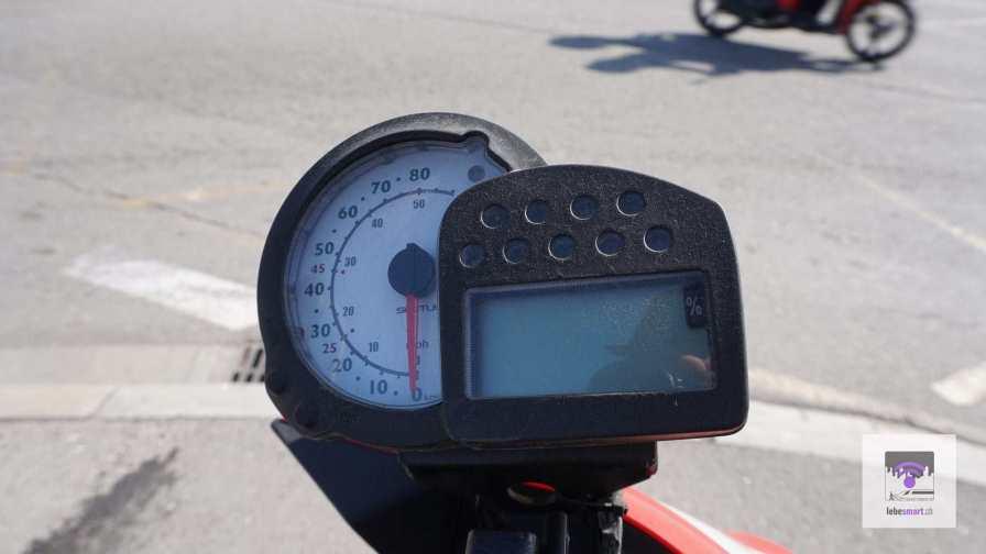 Die Geschwindigkeitsanzeige vom Scoot