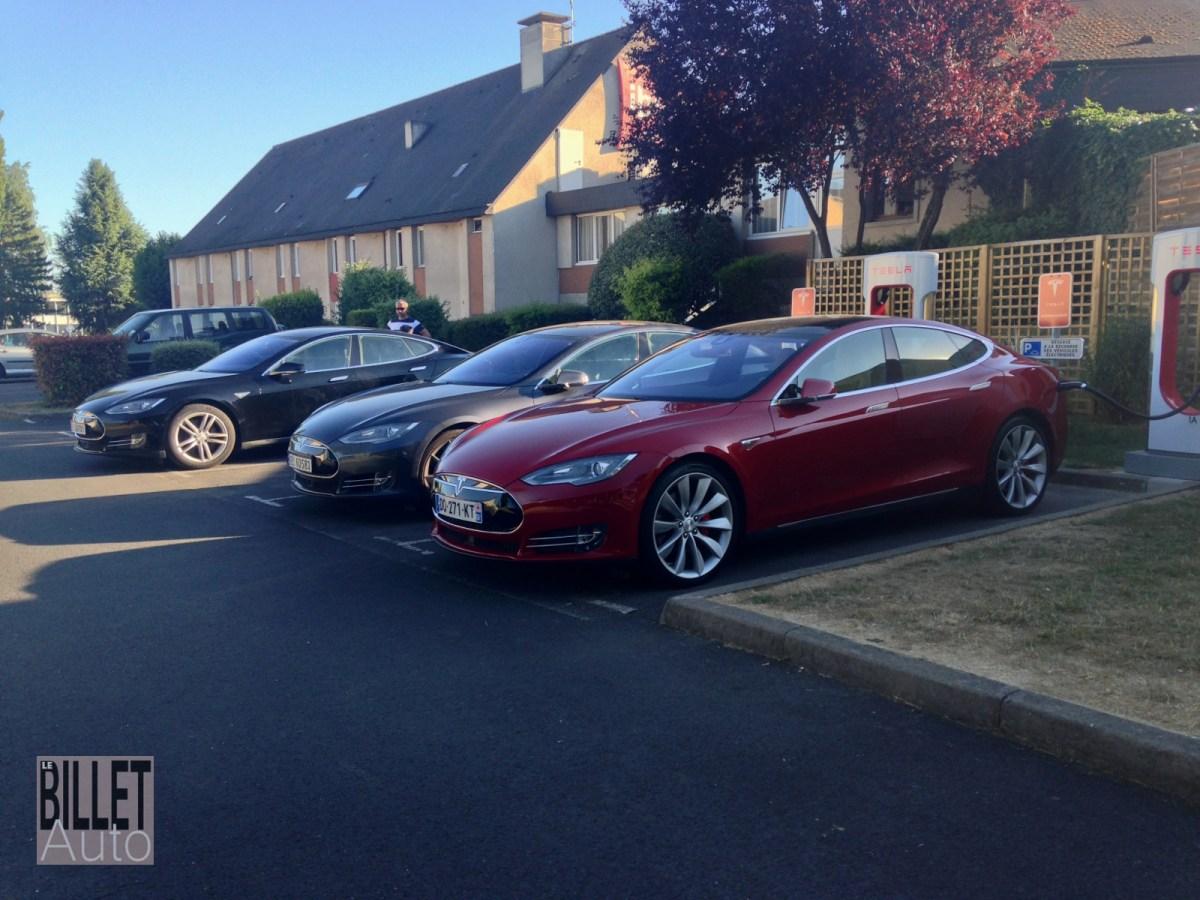 Il n'est pas rare de rencontrer d'autres propriétaires de Tesla au Superchargeur