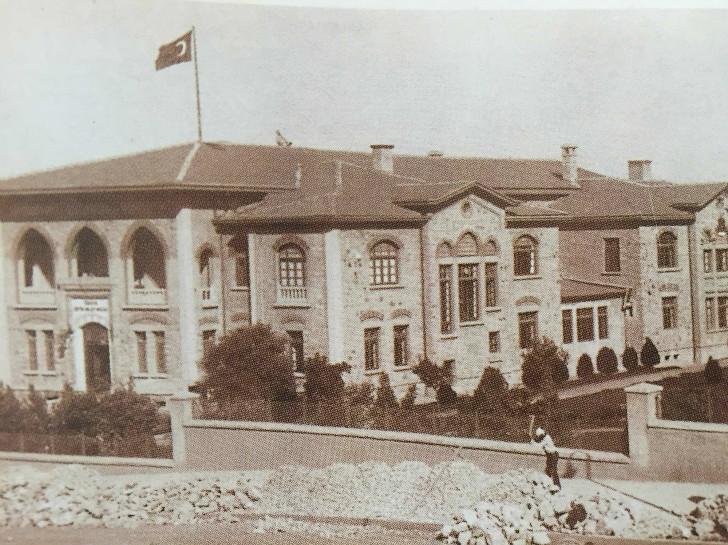 Büyük Millet Meclisi Önündeki Duvarın Yapılışı - 1925