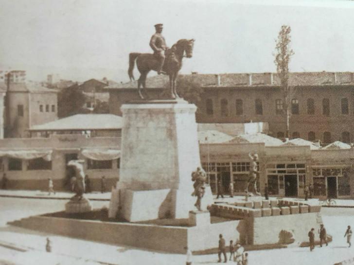 Ulus Meydanı ve Atatürk Anıtı - 1928