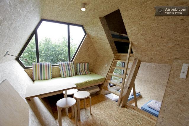 Une Cabane Dans Les Arbres Avec Un Intrieur Moderne