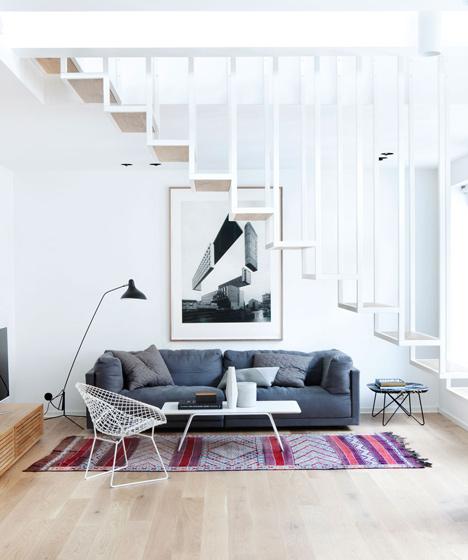 salon sous escalier suspendu -Idunsgate-by-Haptic