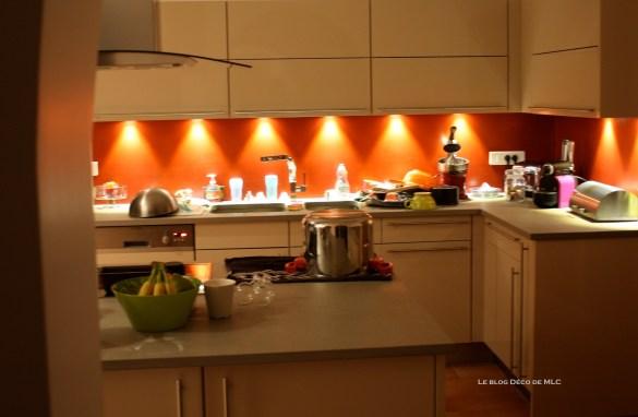 credence-rouge-cuisine-beige-deco-MLC