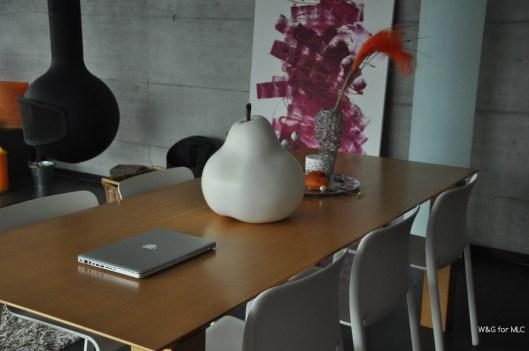 Villa-design-table-intérieur