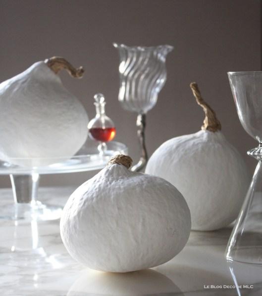Halloween-deco-citrouilles-blanches-composition-douce