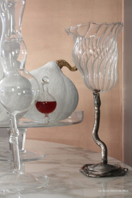 Halloween-deco-citrouilles-blanches-verres-fiole