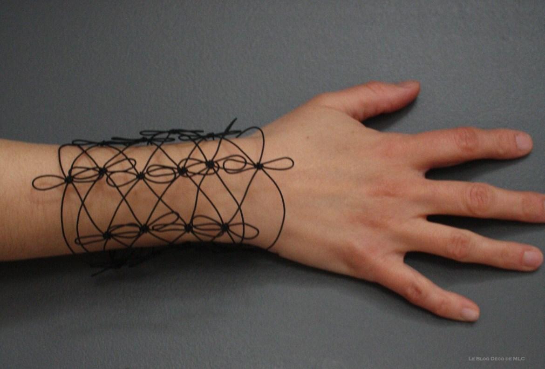 Les-créations-de-Aude-Tahon-bracelet-fleurs-noir